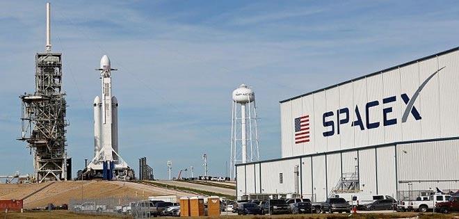 SpaceX lanzó 60 satélites al espacio para crear su propia red de internet